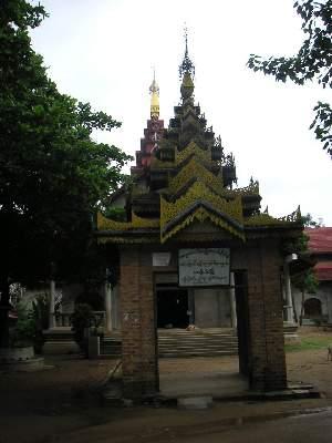 ミャンマーのお寺入り口