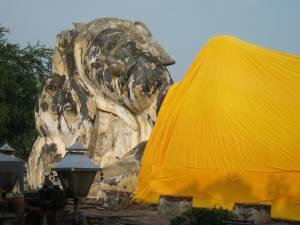 ワット・ロカヤ・スタの巨大な寝釈迦仏
