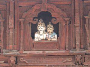 と思ったら、シバとパールヴァティの像である。